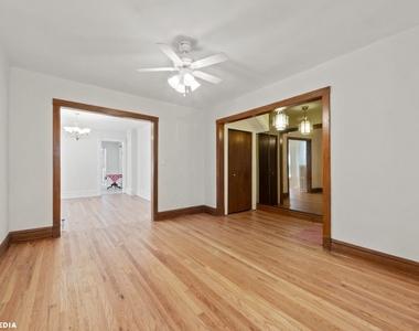 1813 West Greenleaf Avenue - Photo Thumbnail 2