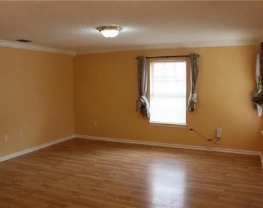 4043 Gray Oak Place - Photo Thumbnail 6