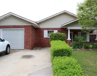 4043 Gray Oak Place - Photo Thumbnail 2
