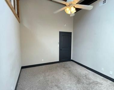 916 Washington Blvd - Upper Floor - Photo Thumbnail 2
