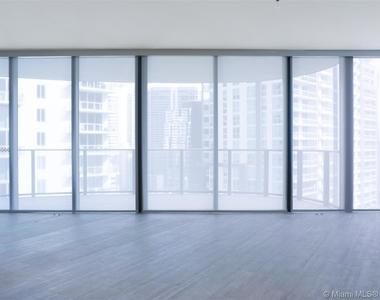 1000 Brickell Plaza - Photo Thumbnail 2