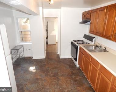 935 W Lombard Street - Photo Thumbnail 4