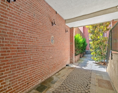 1720 Lombard Street - Photo Thumbnail 4