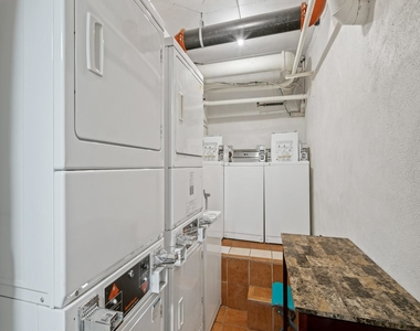 1720 Lombard Street - Photo Thumbnail 19