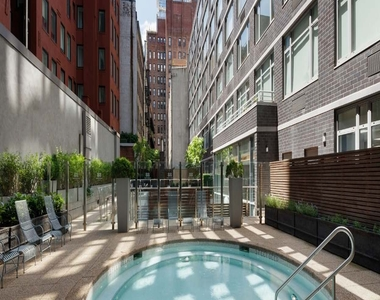 Leonard Street - Photo Thumbnail 5