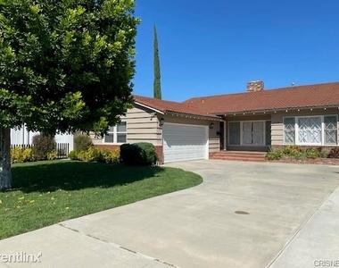 5028 Rubio Ave - Photo Thumbnail 7