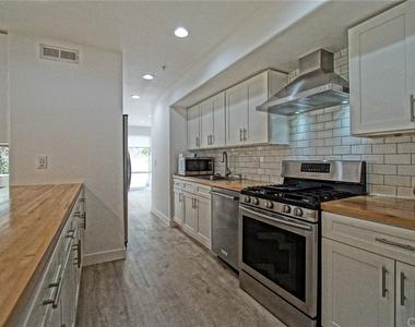 650 Kelton Avenue - Photo Thumbnail 10
