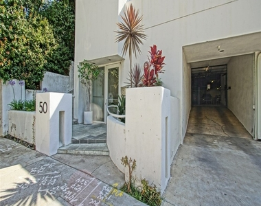 650 Kelton Avenue - Photo Thumbnail 2