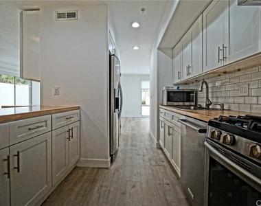 650 Kelton Avenue - Photo Thumbnail 11