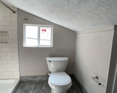 2515 Delafield Street Unit B - Photo Thumbnail 16
