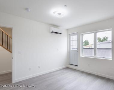 299-301 Cromwell Avenue - Photo Thumbnail 9