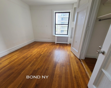 West 178th Street - Photo Thumbnail 4