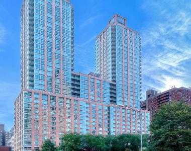 101 West End Avenue - Photo Thumbnail 7