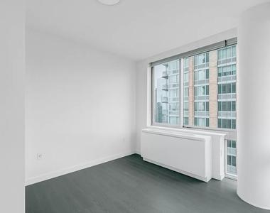 101 West End Avenue - Photo Thumbnail 4
