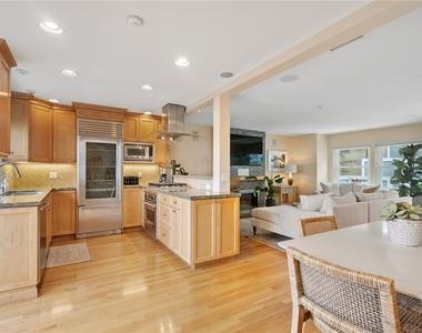 427 Manhattan Avenue - Photo Thumbnail 7