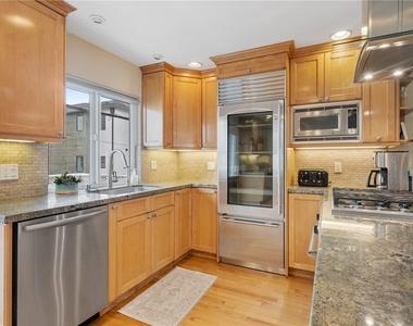 427 Manhattan Avenue - Photo Thumbnail 10