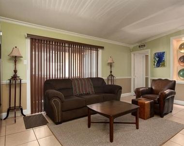 2627 Douglas Avenue - Photo Thumbnail 11