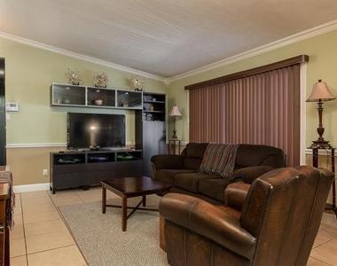 2627 Douglas Avenue - Photo Thumbnail 8