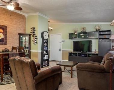 2627 Douglas Avenue - Photo Thumbnail 10