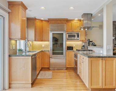427 Manhattan Avenue - Photo Thumbnail 9