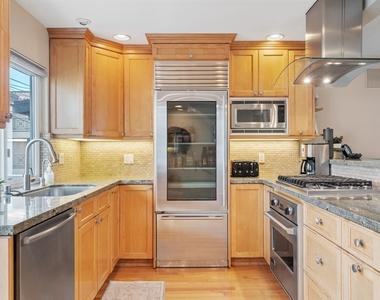 427 Manhattan Avenue - Photo Thumbnail 3