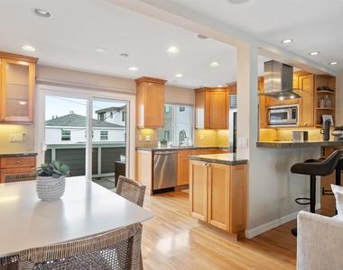 427 Manhattan Avenue - Photo Thumbnail 2