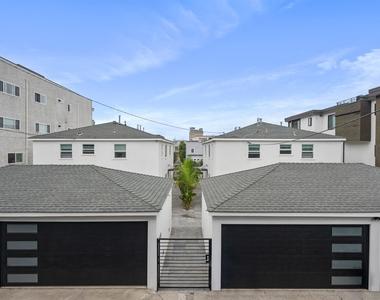 427 Manhattan Avenue - Photo Thumbnail 13