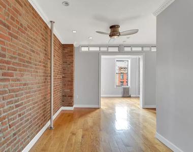 East 7th Street & First Avenue - Photo Thumbnail 5