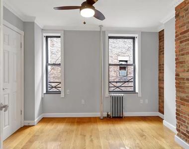 East 7th Street & First Avenue - Photo Thumbnail 4