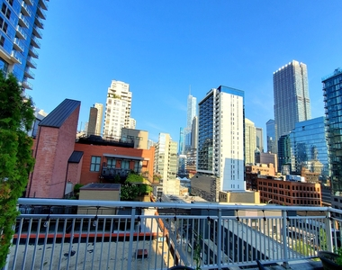 330 West Grand Avenue - Photo Thumbnail 14