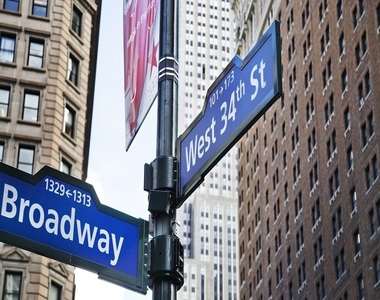 Broadway and W 34th St - Photo Thumbnail 4