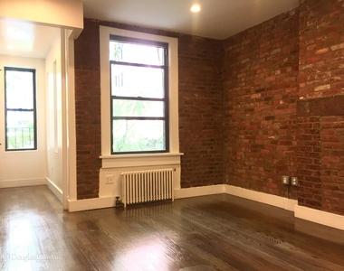 245 East 39th Street, New York City, New York 10016