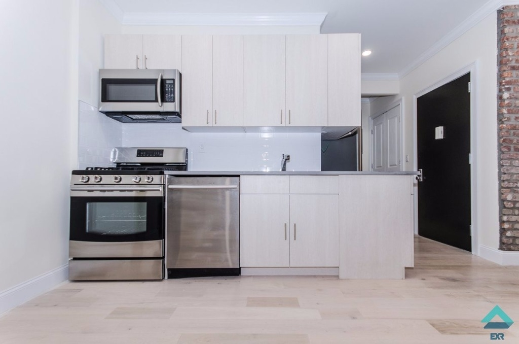2 Bedrooms at Spacious 2 Bed 2 Bath Luxurious Area posted ...