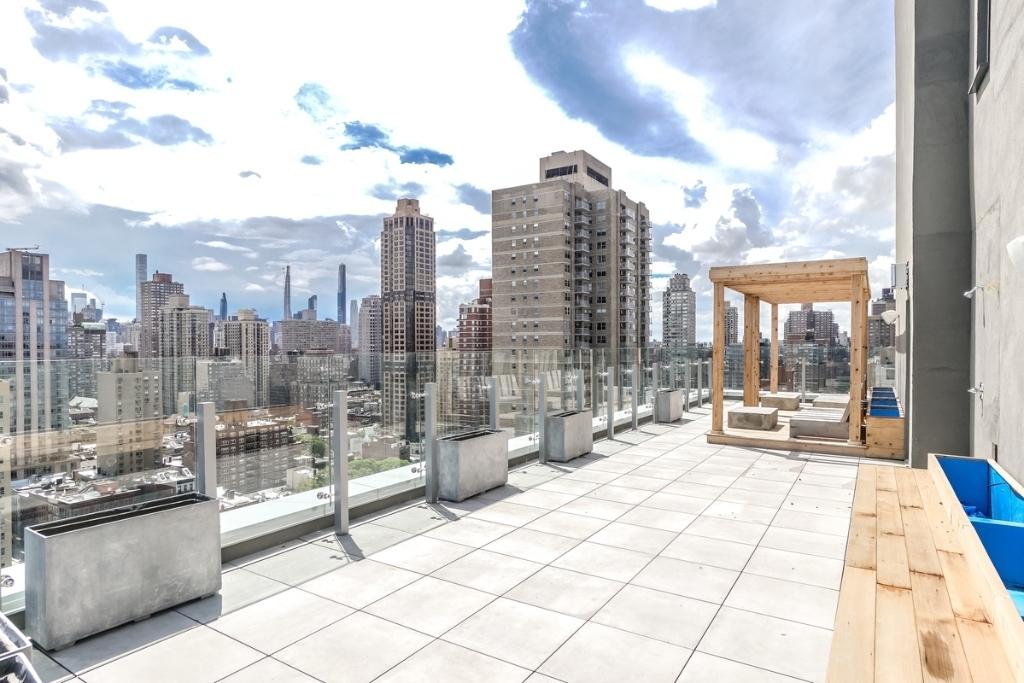 Upper East Side - Photo 1