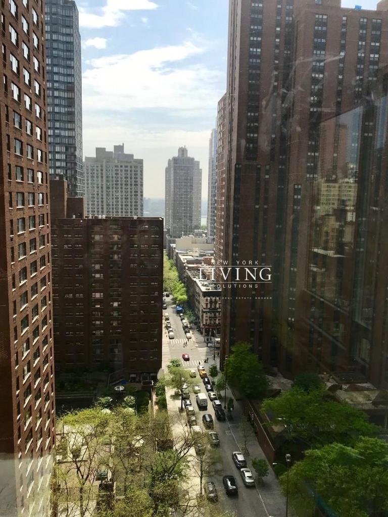 East 92nd Street - Photo 11