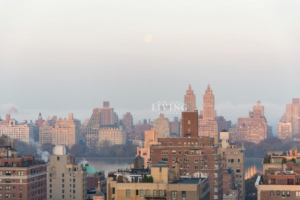 East 92nd Street - Photo 10
