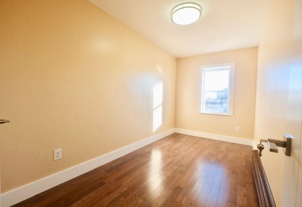 1675 Sterling Place - Photo 4