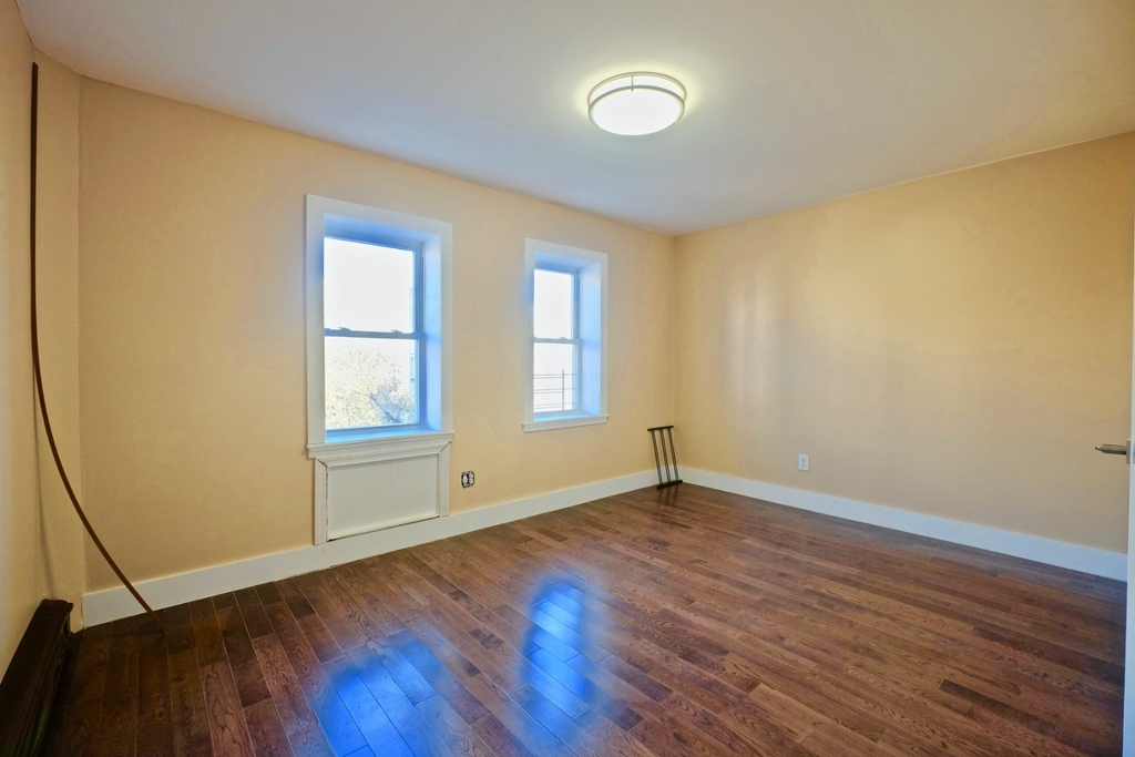 1675 Sterling Pl - Photo 12