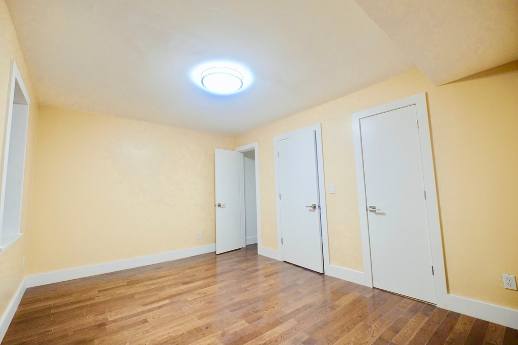 1675 Sterling Pl - Photo 6