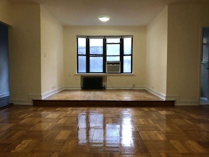 East 46th Street - Photo 0