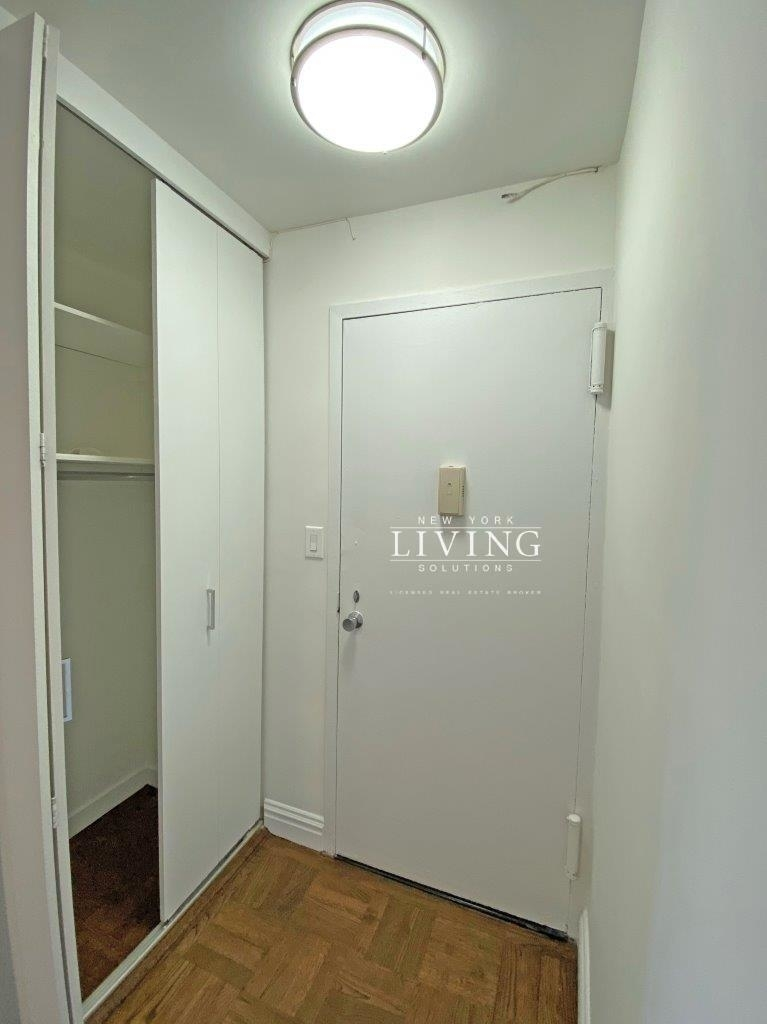 NO BROKERS FEE And 1 MONTH FREE *Union square/Flat Iron generous size 1 bed in full service building  - Photo 10
