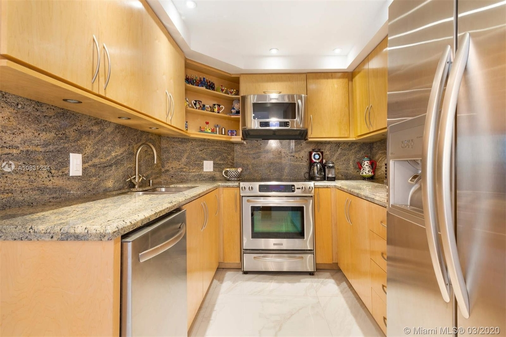 5225 Collins Ave - Photo 7