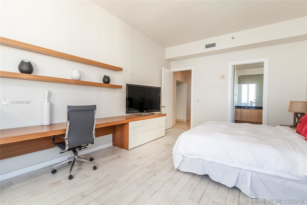 16001 Collins Ave - Photo 25