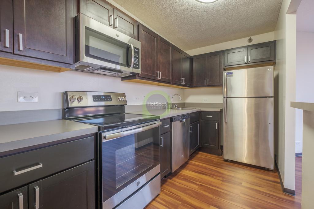 555 West Madison - Photo 8