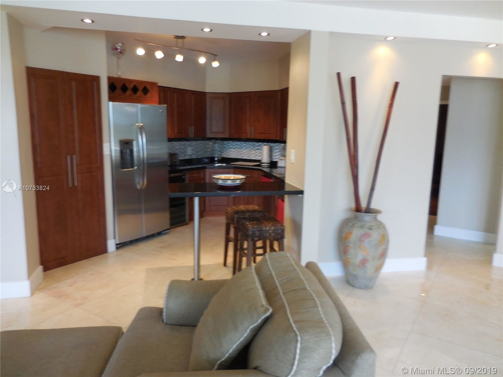 5161 Collins Ave - Photo 6