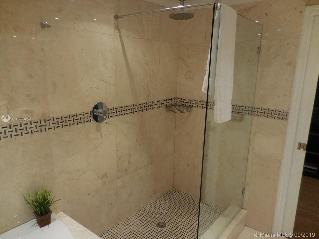 5161 Collins Ave - Photo 45