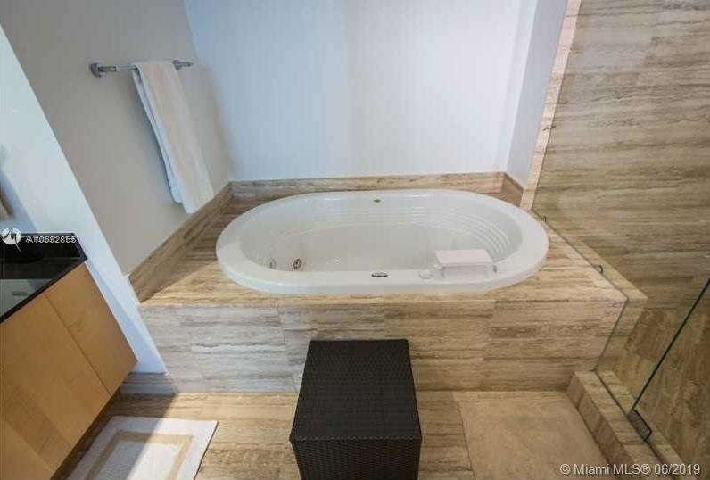 15901 Collins Ave - Photo 45