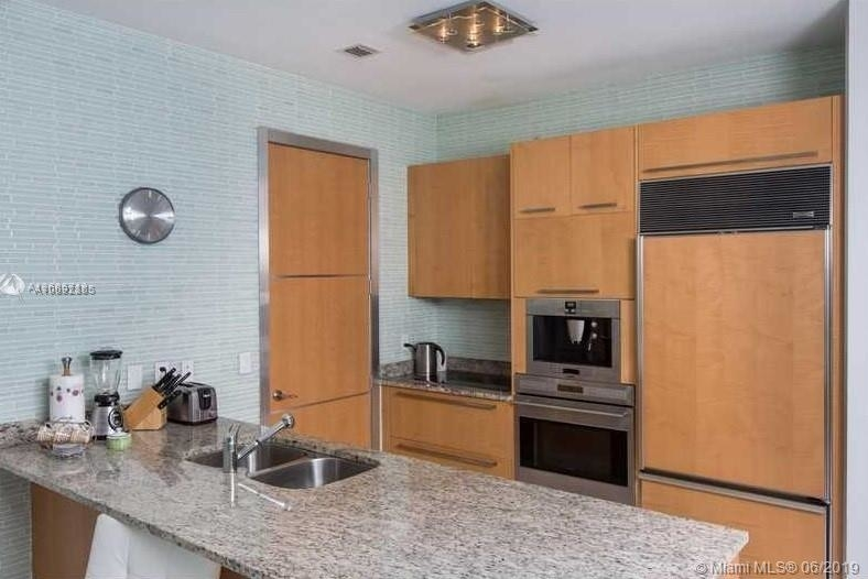 15901 Collins Ave - Photo 23
