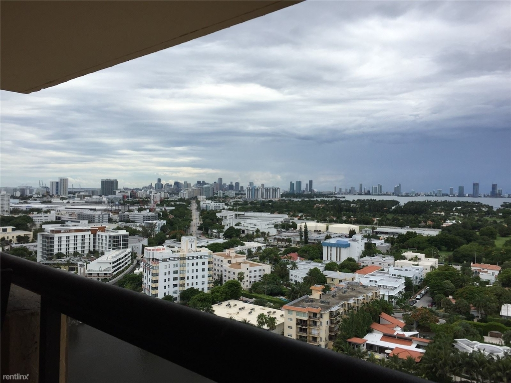 2555 Collins Ave - Photo 3