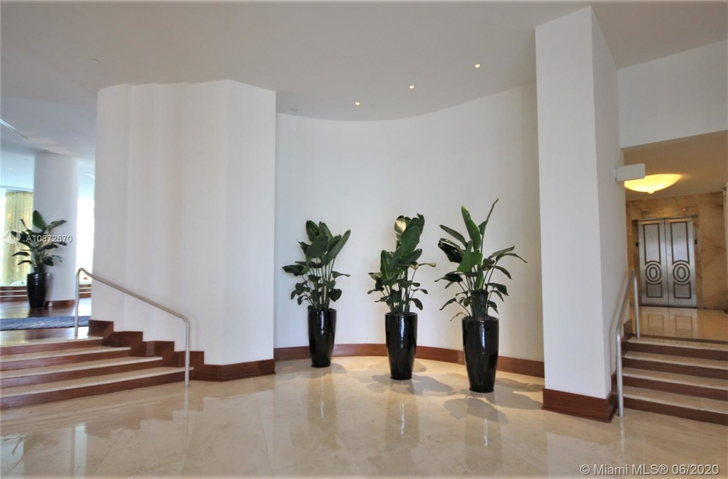 5161 Collins Ave - Photo 33